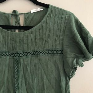 Tops - Green woven top with lace detail